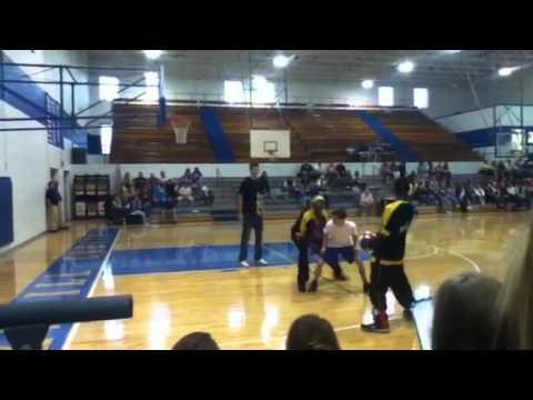 Estill County High School with Harlem Wizards