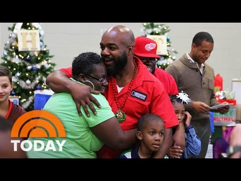Baton Rouge Food Bank Workers Get A Life-Changing Christmas Surprise | TODAY
