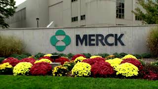 Drugmaker merck & co said on monday it would stop development of its two covid-19 vaccines and focus pandemic research treatments, with initial data an...