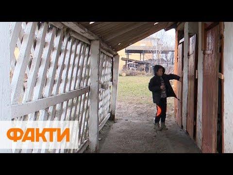 Факти ICTV: Страшно провалиться в дыру. На Волыни школьники ходят в туалет на улице