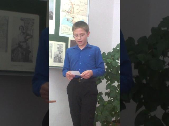 Изображение предпросмотра прочтения – АлександрСолдатов читает произведение «России» В.В.Маяковского