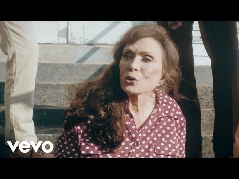 Loretta Lynn – Ain't No Time To Go (Official Video)