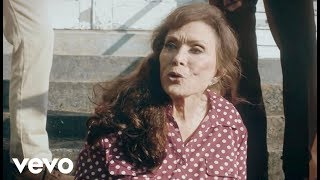 Loretta Lynn - Ain't No Time To Go (Official Music Video)