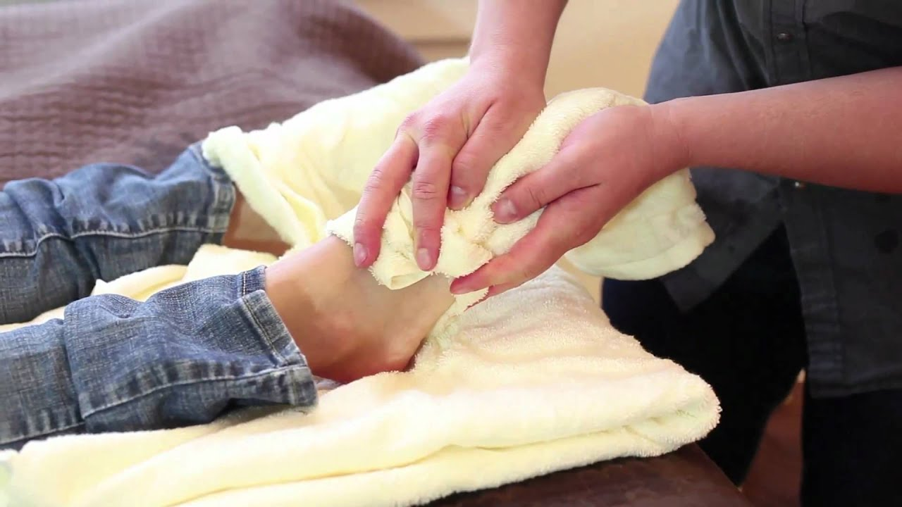 How To Give A SPA Foot Massage To Women