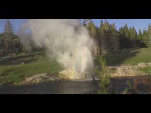 Yellowstone - Riverside Geyser Eruption