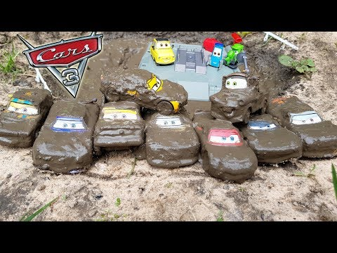 Disney Cars 3 Toys Lightning Mcqueen and friends go to Luigi's Car Wash after Mud Bath