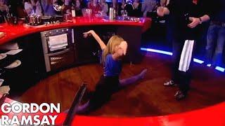 Amanda Holden does the Splits  Gordon Ramsay