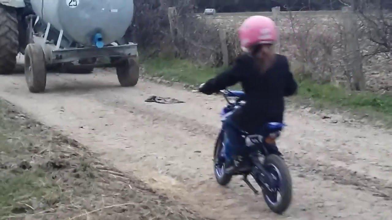 petite fille de 8 ans sur moto cross youtube. Black Bedroom Furniture Sets. Home Design Ideas
