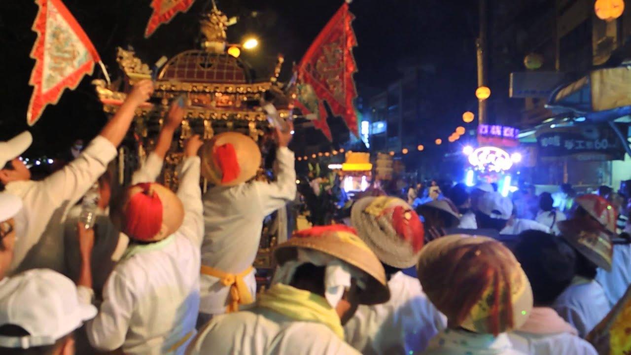 乙未年 2015 東港迎王 中軍府繞境中區 在同安堂發生小插曲 神轎起火 - YouTube