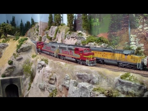 Rich Melconian's HO Scale Union Pacific / Santa Fe Tehachapi Model Train Layout