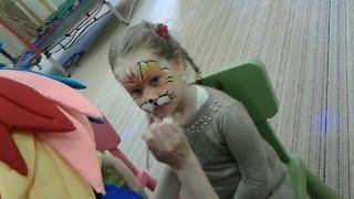 Кире делают аквагрим для детей: аквагрим на лице в виде тигра!(В этом видео Кире детский аниматор делает аквагрим на лице специальными смывающимися красками. Сначала..., 2016-05-24T08:44:41.000Z)