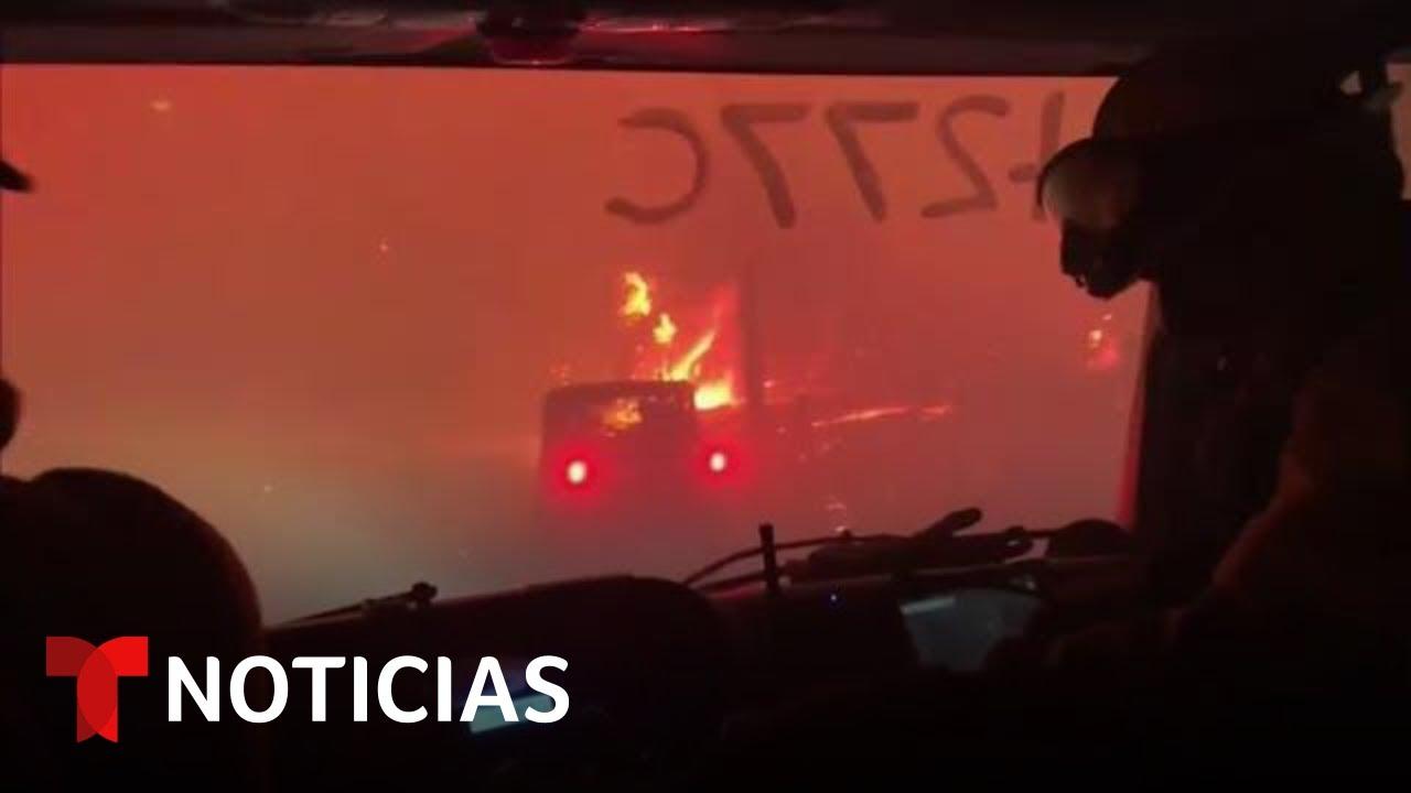 Download En video: Así lograron escapar unos bomberos de un incendio | Noticias Telemundo