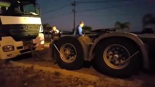 Meu parceiro bateu o caminhão, tô indo socorrer