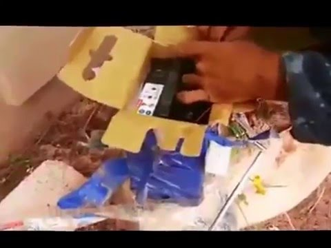 Libya EOD soldier defuses radio-controlled IED bomb in Benghazi - Dec 2015