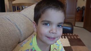 Дети устроили нёрф сражение дома Children staged a nerf battle at home