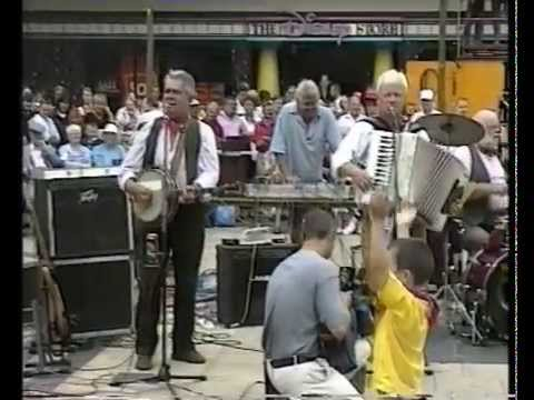 The Wurzels - Live in Broadmead - Bristol - 30/7/01 - (The Combine Harvester remix release gig!)