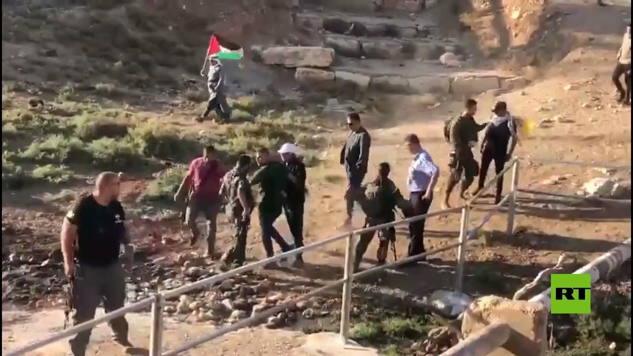 اعتقالات خلال قمع وقفة لنشطاء ضد الاستيطان الإسرائيلي في الضفة الغربية  - نشر قبل 4 ساعة