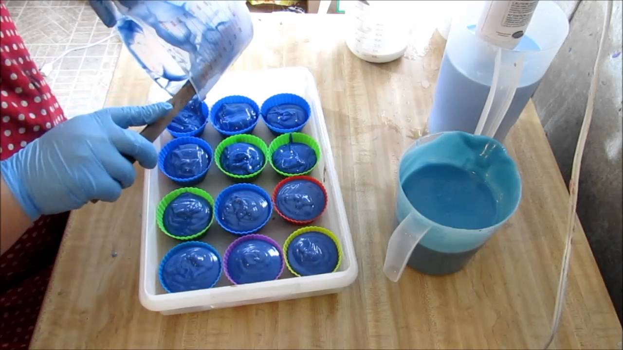 Homemade Cold Process Soap, Making Blue Hawaiian Cupcakes