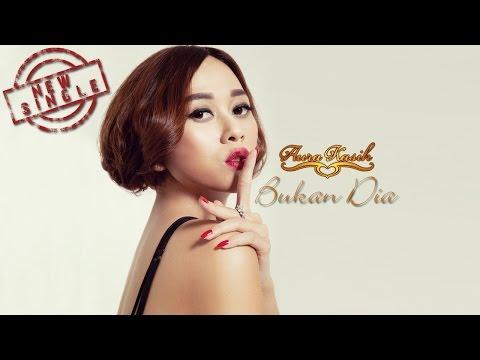 Aura Kasih - Bukan Dia (Official Music Video)