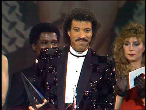 Lionel Richie Wins Black Video Male Award-AMA 1985