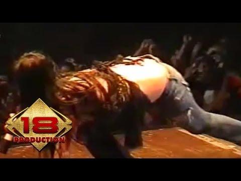 Dewi Persik - Teman Tapi Mesra  (Live Konser Pasuruan 18 Februari 2006)