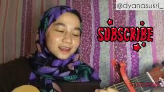 Awek nyanyi lagu Azzara band-alala sayang
