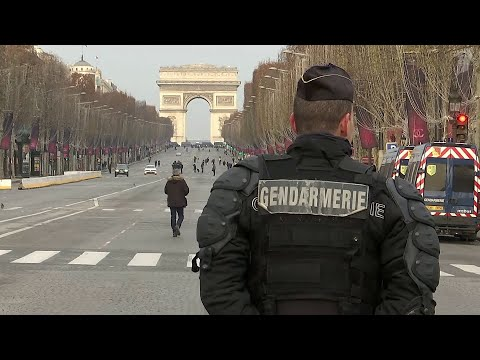 Из-за забастовки во Франции остановлено движение общественного транспорта.