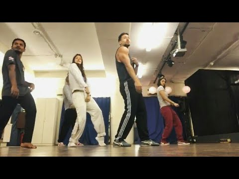 Tiger shroff New Dance Performance