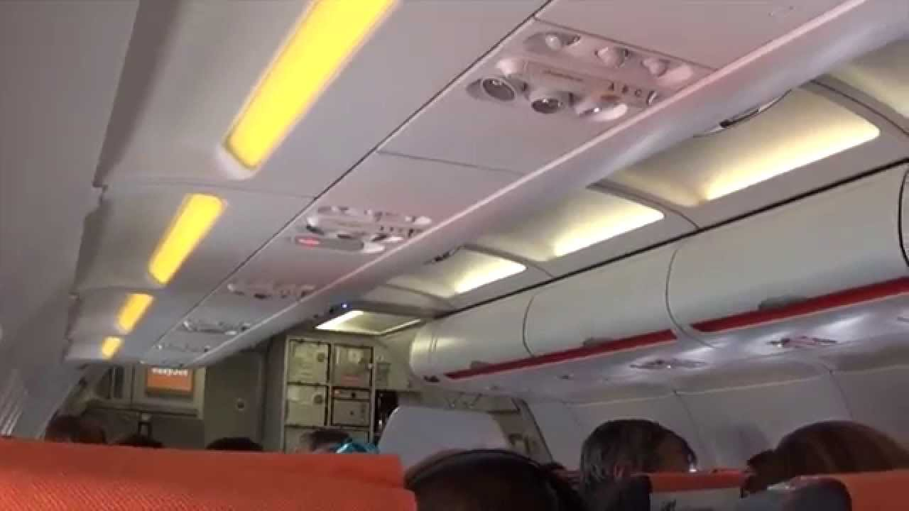 Int rieur de l 39 avion airbus a319 320 easyjet youtube for L interieur d un avion