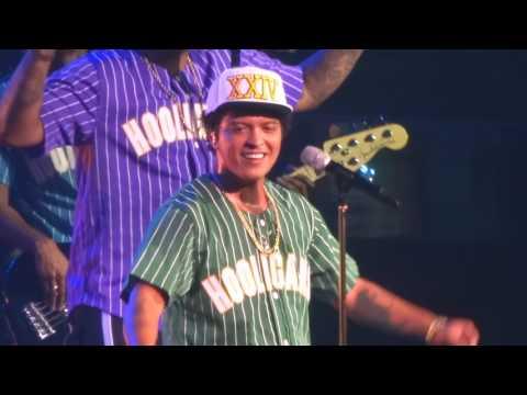 Bruno Mars - That's What I Like Live - San Jose, CA - 24K Magic Tour - 7/21/17 - [HD]