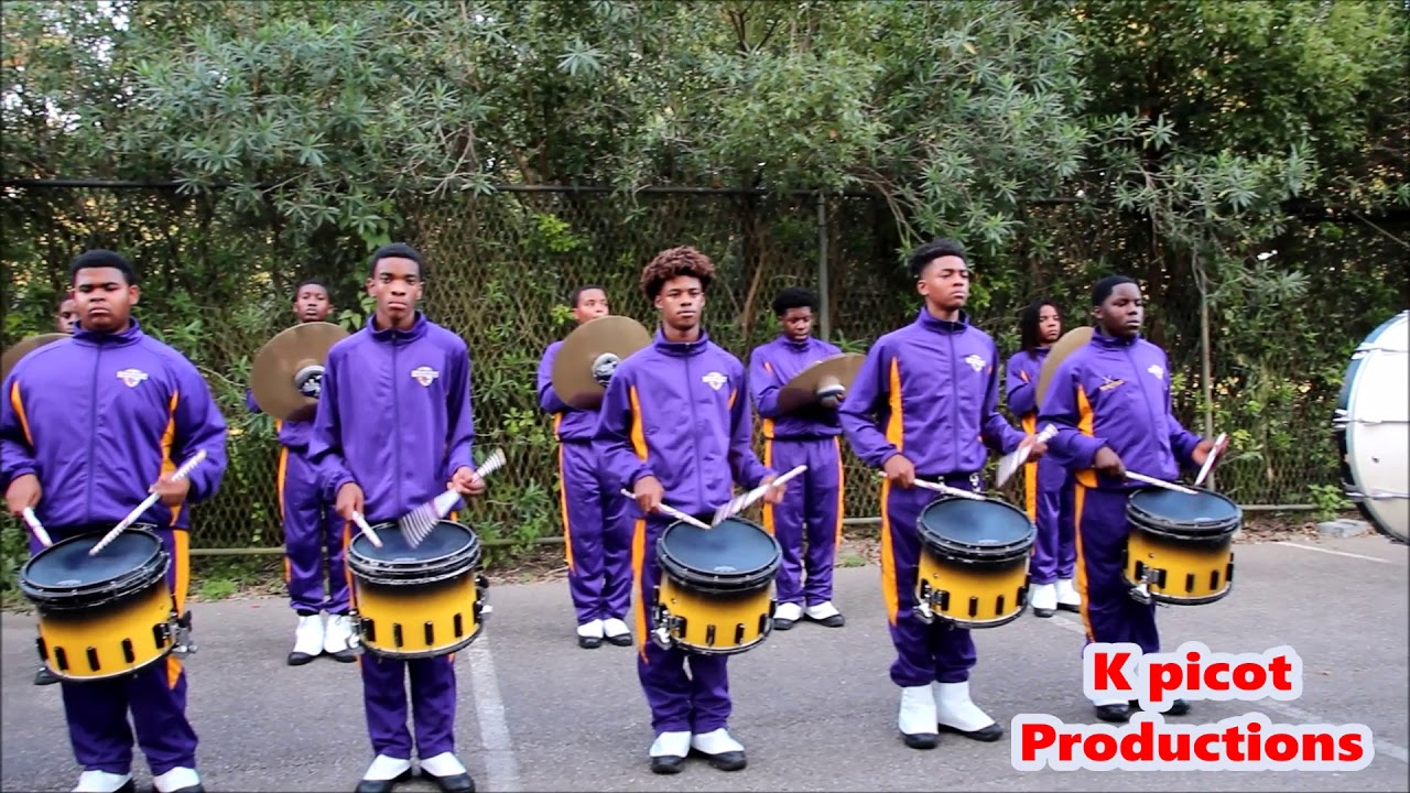 The Edna Karr Highschool Marching Band performs at Exhibit ... |Edna Karr High School Band