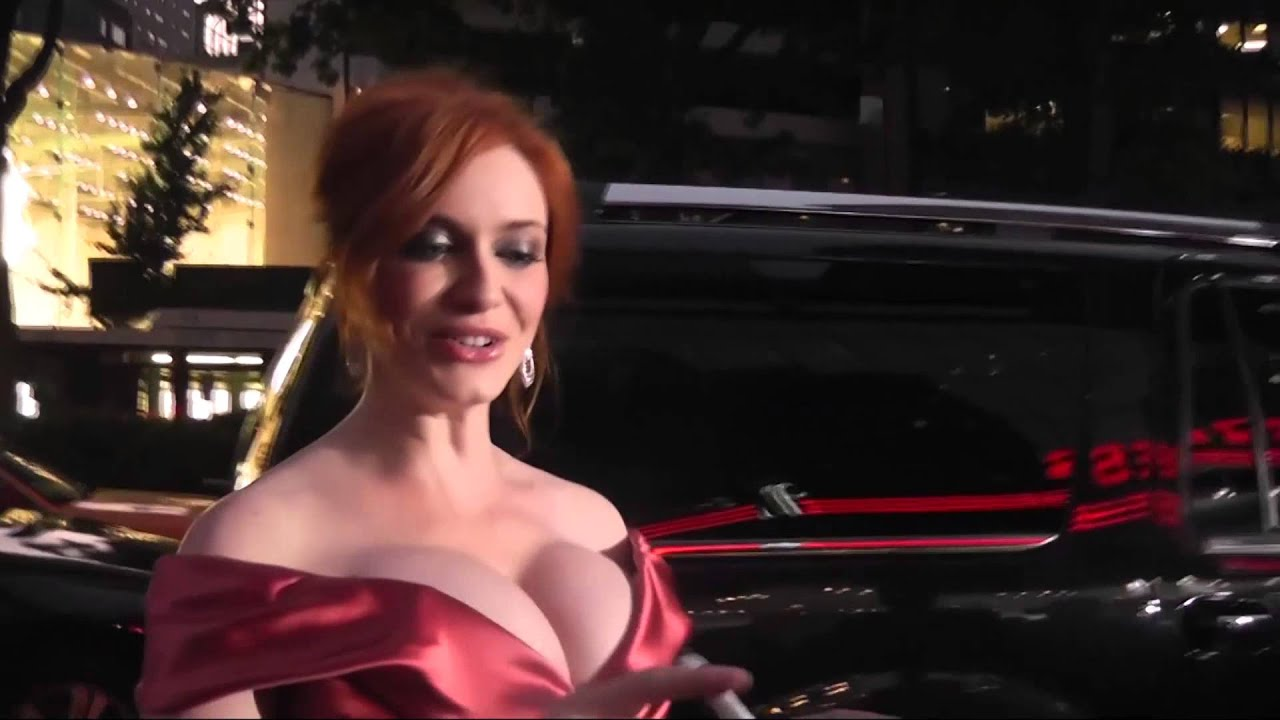 Christina Hendricks Thinks You Re Looking At Her Hair Daily Celebrity News Splash News Tv