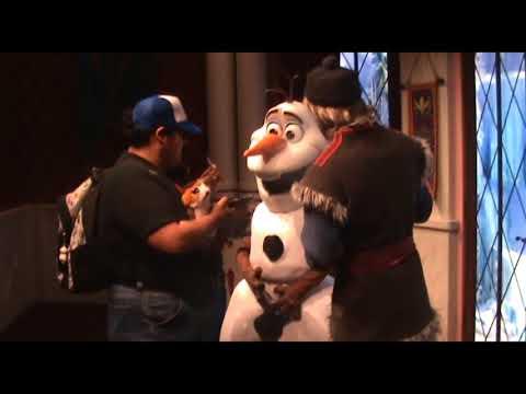 Anna and Elsa, Kristoff and Olaf (Disney California Adventure-January 2018)