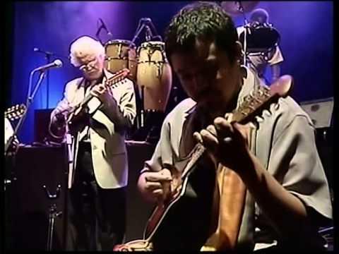 Inti-Illimani - Lugares Comunes (Court Central Concert Santiago Cile)