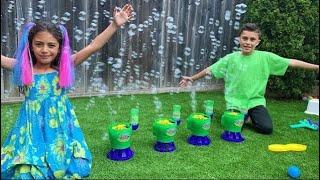 Heidi e Zidane e a história para as crianças sobre a amizade com máquina de bolhas de brinquedo