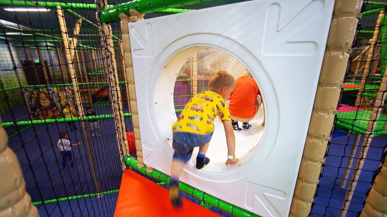 Kids Playing and Having Fun at Leo's Lekland Indoor Playground (family fun)