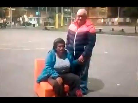 """""""Me pica"""" o """"me ahoga"""": las excusas de habitantes de Bogotá que no usan bien el tapabocas from YouTube · Duration:  3 minutes 26 seconds"""