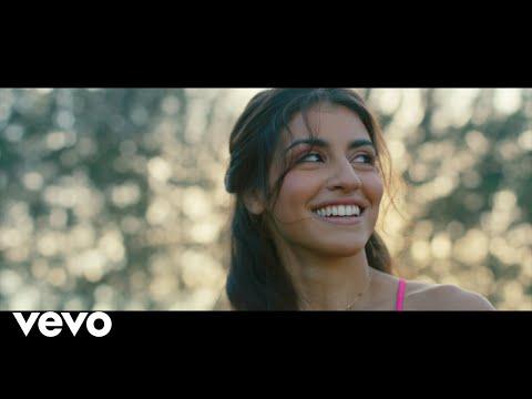 """Isabela Souza - Callar (Versión Completa) (De """"Aladdin""""/Official Video)"""