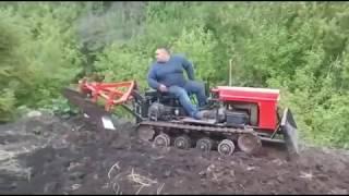 самодельный мини трактор на гусеничном ходу самодельный плуг с тремя корпусами