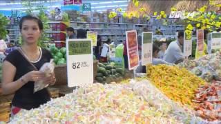 (VTC14)_Sôi động thị trường bánh kẹo Tết