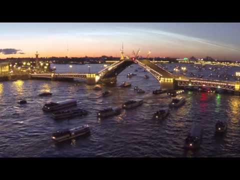 Смотреть Санкт-Петербург, белые ночи, разведение мостов - съемка с квадрокоптера онлайн