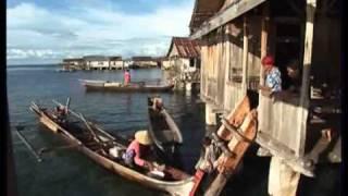 Reportage Thalassa sur les Badjao Lao, les hommes pirogues