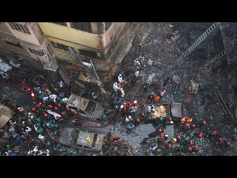 شاهد: حريق ضخم في العاصمة البنغالية يودي بحياة عشرات الأشخاص …  - نشر قبل 3 ساعة