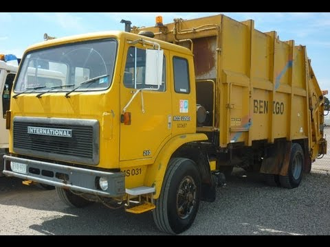 1990 International Acco 2250D fitted with 15m MacDonald Johnston JP6 body