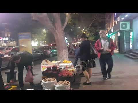 Ереван/ Проспект вечером/ как люди спешат домой 17.10.2019