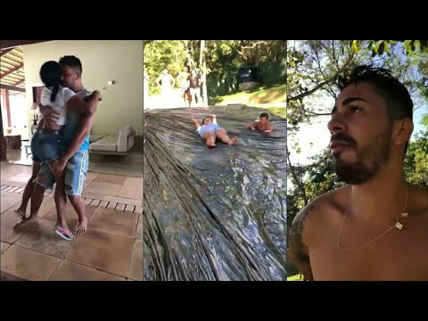 Carlinhos e Simone brincam de escorregar no sabão
