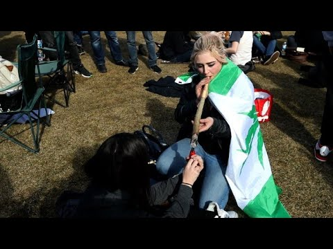 Smokers in Canada celebrate weed day in front of parliament