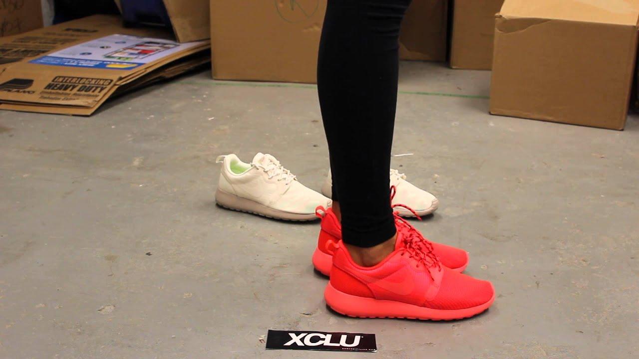 oficial barato Nike Roshe Ejecutar Octubre Rojo En Los Pies aclaramiento populares comprar barato barato elegir un mejor XTHNPGYl