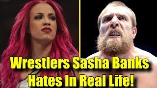 5 Wrestlers Sasha Banks HATES & 5 She LOVES In REAL LIFE!
