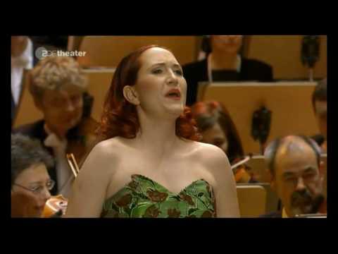 Simone Kermes - Glitter and be gay  (Candide - L. Bernstein) Cunigonde